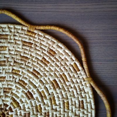 raffia-mat-with-natural-dyes