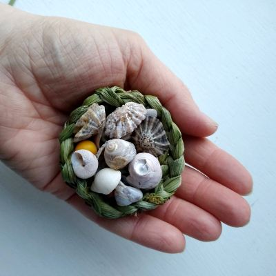 make-a-simple-basket-from-garden-plants