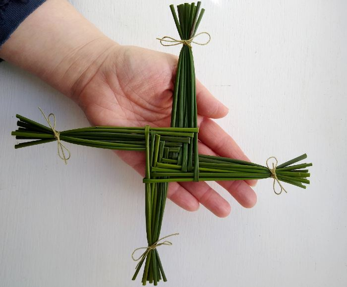 How to Make a Brigid's Cross for Imbolc