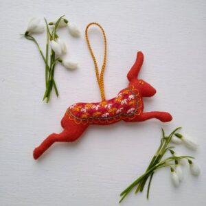 felt-embroidered-hare
