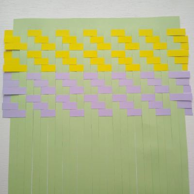 working-a-second-colour-paper-weaving