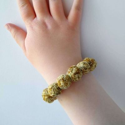 making-dandelion-beads